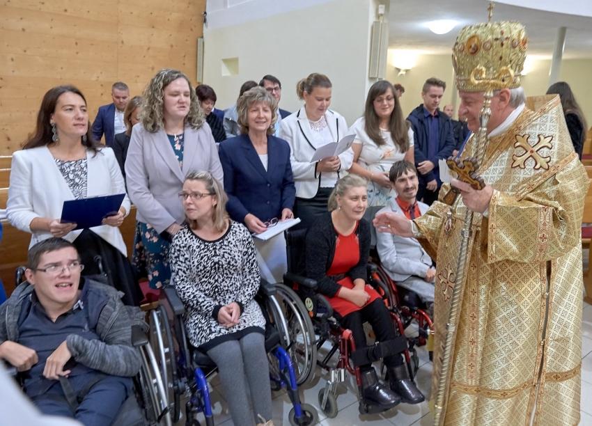 Žiaci a klienti z Domu sv. Anny prijali plnosť kresťanskej iniciácie