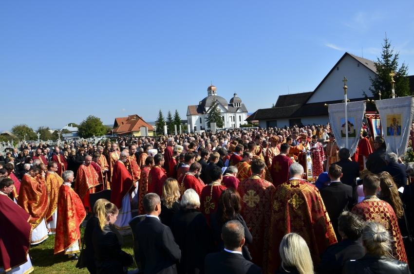 Pohrebných obradov sa zúčastnilo obrovské množstvo veriacich