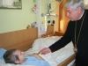 Arcibiskup sa modlil s chorými
